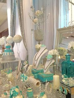 Best hacks and info for quinceanera decorations: If you wish to serve guests multiple courses, let them have sweets to nibble on somewhere between the courses. You may leave sugar roses, but sweets that match the Quinceanera colors are a fantastic choice. Tiffany Sweet 16, Tiffany Blue Party, Tiffany Birthday Party, Tiffany Theme, Tiffany Wedding, Quinceanera Planning, Quinceanera Party, Tiffany's Bridal, Sweet 16 Birthday