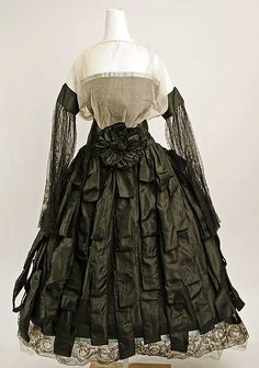 Evening dress Callot Soeurs (French, active Date: 1922 Culture: French Medium: silk, whalebone, steel Robes Vintage, Vintage Dresses, Vintage Outfits, Vintage Clothing, 30s Fashion, Fashion History, Vintage Fashion, Nike Air Max, Estilo Lolita