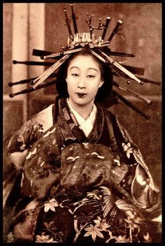 Oiran, late 19th c. (Source: laurenjenae)