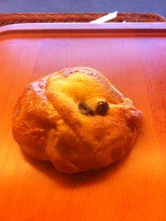 クッキー葡萄パン:¥100(税込)