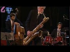 Leading cool jazz baritone sax player  Gerry Mulligan had a graceful style  uncharacteristic of his instrument.  Early on in his career he worked as  an arranger for Gene Krupa and was  also a member of Miles Davis' nonet.  On the day of his birth Jazz on the Tube  remembers Gerry Mulligan with his concert  appearance at the 1990 Bern International  Jazz Festival. / Gerry Mulligan Quartet - Jazzfestival Bern 1990