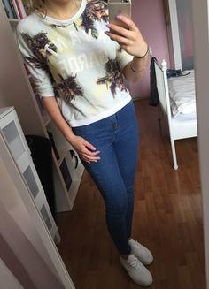 Kup mój przedmiot na #vintedpl http://www.vinted.pl/damska-odziez/bluzy-i-swetry-inne/10280744-bluzasweterek-palmy-napis-rekaw-34