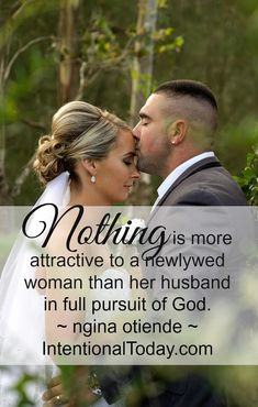 This is how to win her heart - pursue God. Here are 21 tips on how to love and lead your marriage in the newlywed season!
