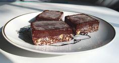 Aneta Goes Yummi: Ľadové raw brownies bez výčitiek svedomia Raw Brownies, Nom Nom, Sweet, Fit, Desserts, Recipes, Candy, Tailgate Desserts, Deserts