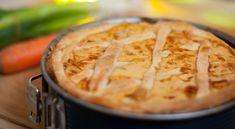We all need comfort food to get us through the winter days. This healthy chicken pot pie will keep you feeling full and cosy! Healthy Chicken Pot Pie, Quiche Lorraine, Healthy Comfort Food, Ricotta, Apple Pie, Food And Drink, Meat, Cooking, Breakfast