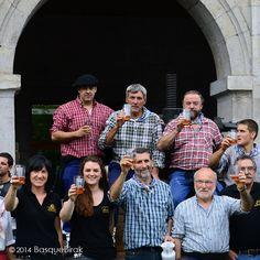 ¡Brindando por la nueva temporada de sidra! A toast to the new cider season!  Un toast à la nouvelle saison du cidre! ............................................ www.basquebirak.com #astigarraga #cidermaking #hardcider #ciderhouse #donostia #sansebastian #basquecountry