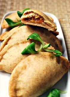 Butternut squash, onion and hazelnuts turnovers Veggie Recipes, Vegetarian Recipes, Cooking Recipes, Tapas, Food Porn, Salty Foods, Winter Food, Food Videos, Food Inspiration
