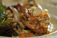 Chicken in white wine with bacon and garlic