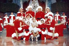[US] White Christmas - Classic holiday musical starring Bing Crosby and Danny Kaye as war buddies who fall for sisters Rosemary Clooney and Vera-Ellen. Together they try to save the failing Vermont resort owned by their former commanding officer. Top Christmas Movies, White Christmas Movie, Best Holiday Movies, Christmas Movie Quotes, Christmas Shows, Noel Christmas, Holiday Trivia, Berlin Christmas, Christmas Trivia