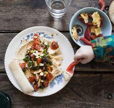 Kodin Kuvalehti – Blogit | Oispa aina nälkä! – Pieni suuri oivallus: leivänpaahdintortilla! Hummus, Tacos, Mexican, Ethnic Recipes, Food, Essen, Yemek, Mexicans, Meals