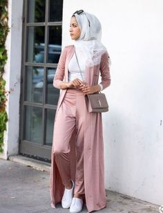 Hijab Fashion Nuriyah O. Martinez Kinda dig this, though not sure why. Top has to be looser IMHO though. Simplyjaserah Hijab Fashion Nuriyah O. Martinez Kinda dig this, though not sure why. Top has to be looser IMHO though. Modern Hijab Fashion, Street Hijab Fashion, Hijab Fashion Inspiration, Islamic Fashion, Muslim Fashion, Modest Fashion, Abaya Fashion, Fashion Fashion, Retro Fashion