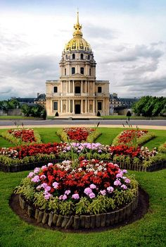 Invalides, Paris, France- Les Invalides, officially known as L'Hôtel national des Invalides, is a complex of buildings in the 7th arrondissement of Paris, France, containing museums and monuments, all relating to the military .