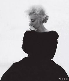THE must have book.vogue the editor's eye / In editor Babs Simpson dressed Marilyn Monroe in Christian Dior Haute Couture for Bert Stern's famous last portraits of the actress. Photographed by Bert Stern, Vogue, 1962 / Courtesy of Abrams Bert Stern, Robert Mapplethorpe, Dior Haute Couture, Annie Leibovitz, Richard Avedon, Pin Up, Marilyn Monroe 1962, Viviane Sassen, Portrait Studio