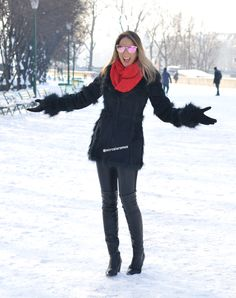 Look do dia - look pra turistar - travel outfit - ootd - traveloutfit - travel Style - - look de inverno - neve - Paris - França - férias - Casaco preto - Black - bota - otk - gola vermelha - black and red