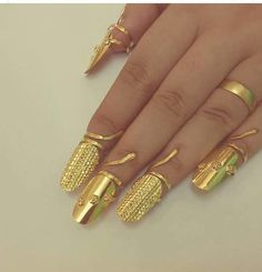 Gold till your finger tips. Real Gold Jewelry, Gold Jewelry Simple, Mom Jewelry, Beaded Jewelry, Indian Jewelry, Jewelry Stores, Jewelry Rings, Unique Jewelry, Gold Ring Designs