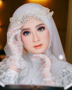 Muslim Wedding Gown, Kebaya Wedding, Muslimah Wedding Dress, Muslim Wedding Dresses, Hijab Bride, Muslim Brides, Bride Gowns, Bridal Dresses, Muslim Veil