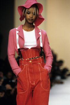 Chanel Spring 1994 Ready-to-Wear Collection - Vogue Georgianna Robertson Couture Fashion, 90s Fashion, Runway Fashion, Trendy Fashion, Fashion Show, Vintage Fashion, Fashion Outfits, Womens Fashion, Fashion Design
