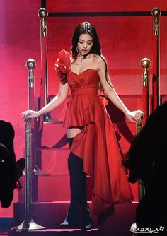 See all BLACKPINK Jennie photos from news media and Jennie fansites at Gaon Chart Music Awards January 2019 Blackpink Fashion, Fashion Poses, Korean Fashion, Kim Jennie, Stage Outfits, Kpop Outfits, Yg Entertainment, Kim Jisoo, Blackpink Photos