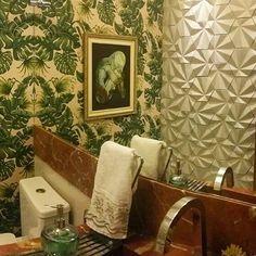 Revestimento Solis  @Regrann from @urbearquitetura -  Foto panorâmica para mostrar todos os detalhes desse lavabo. 3d bege solis @obraprimarn #revestimento #cimenticio #concreto #maski #luxo #projetoTOP #parede #arquitetura #tendencia #inspiracao #3d #sustentavel #solis #maskirevestimentos #lavabo #homedecor #homedesign #ambiente #instadecor #instadesign #design #suvinil #designexclusivo #1500cores #suvinil