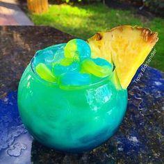 PINEAPPLE PUNCH LIFE SAVER BOWL Blue Layer: 2 oz (60ml) Blue Curaçao  2 oz (60ml) Blue Raspberry   Yellow Layer: 3 oz (90ml) Ciroc Pineapple 5 oz (150ml) Pineapple Juice