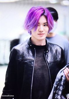 Purple Hair – Picture Ideas – Hair, Nails, Skin – Tips, Tricks and Hacks Dark Red Hair Burgundy, Purple Hair, Curled Hairstyles, Easy Hairstyles, Korean Boy Hairstyle, Kpop Hair Color, Rock Star Hair, Ouai Hair, Simple Prom Hair