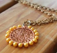 How to make netted circular pendant using wire jewelry technique