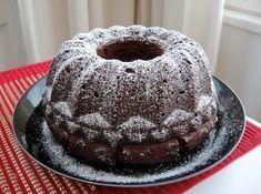 Tämän ohjeen oli siskoni työkaveri löytänyt netistä. Kävin tutkimassa ohjeen printissä ollutta linkkiä, mutta lähdesivustoa ei enää ollut olemassa. Tämä on tavallista kuivakakkua kosteampi ja mehevämpi kakku jossa on rapea kuori. Saara on tehnyt näitä viime vuosina joten kakusta on tullut meidän perheessä jo perinnekakku jouluisin, mutta sopii milloin tahansa kahvipöytään. Sydänsurujen kakku on nimestään … Baking Recipes, Cake Recipes, Sweet Bakery, Sweet And Spicy, Christmas Baking, Christmas Cards, No Bake Desserts, Coffee Cake, Yummy Cakes