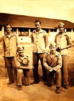 Infantes de Artilharia, 1941 Exército Brasileiro no antigo quartel do Exército Brasileiro [R. Brigadeiro Franco] Curitba, PR. Carlos Gonçalves Mafra [abaixo a direita].
