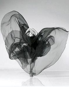 Danse - black and white