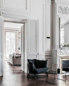 #design #apartment #fireplace #highliving #windows #luxurydesign #apartment #highlife #highdesign #high #boiserie #luxuryliving #livingroom #art #interior #designer #interiordesign #whiteinterior #amchair #interiordesigners #lighting #luxurylivingroom #eclectic #eclecticinteriors #classicinterior #chandelier #autentic #luxuryinterior #luxury #alidavud