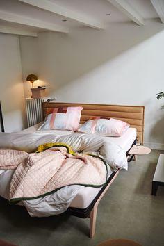 De Original is een minimalistisch vormgegeven bed met sterke lijnen en een elegante uitstraling. Het bed is geïnspireerd op een van de allereerste ontwerpen van Auping, de Cleopatra en is te verkrijgen in tien kleuren. - 3 bijpassende hoofdborden - Verkrijgbaar in 10 #kleuren - Verkrijgbaar als eenpersoonsbed, als twijfelaar en als tweepersoonsbed - Onderscheiden met 'Goed Industrieel Ontwerp'