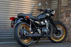 motographite: KAWASAKI W800 SPECIAL EDITION BLACK AND GOLD