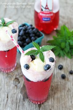 Cool down with a refreshing glass of Pomegranate Blueberry Floats! You only need 3 ingredients to make this simple recipe. With a layer of creamy vanilla ice cream and fresh blueberries on top, this gorgeous drink is perfect for entertaining a crowd! Fun Drinks, Yummy Drinks, Yummy Food, Beverages, Alcoholic Drinks, 4th Of July Cocktails, Drinks Alcohol Recipes, Drink Recipes, Cocktail Recipes