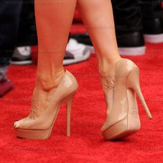 I would LOVE a pair of Jimmy Choos. I need some nude pumps anyway. Nude High Heels, Nude Shoes, Sexy Heels, Stiletto Heels, Shoes Heels, Nude Pumps, Stilettos, Lucy Liu, Celebrity Shoes