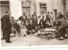For generations, Greeks have celebrated Easter with distinct festivities. The Pappas Post compiled a series of vintage Greek Easter photos. Greek Easter, Easter Celebration, Athens, Old Photos, 1930s, Greece, Couple Photos, Cool Stuff, Celebrities