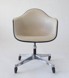 #Eames contract chair #vintageeames @hermanmiller @vitra @vitrahaus