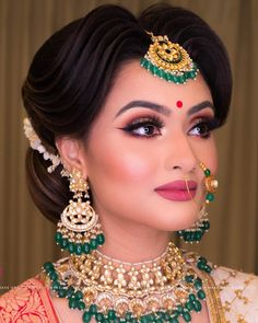 Most Beautiful Indian Bridal Makeup - wedding make up - Info Virals - New Fashion and Home Design around the World Bridal Makeup Images, Bridal Eye Makeup, Bridal Makeup Looks, Bride Makeup, Bridal Looks, Bridal Style, Indian Wedding Makeup, Indian Bridal Outfits, Indian Bridal Hairstyles