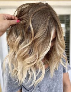 Modern Balayage Hair Color Style to wear In 2019 Delightful Hair Color Ideas fo. - - Modern Balayage Hair Color Style to wear In 2019 Delightful Hair Color Ideas for every young girls Source by Hair Color Highlights, Hair Color Balayage, Blonde Balayage, Balayage Highlights, Medium Hair Styles, Curly Hair Styles, Brown Blonde Hair, Blonde Ombre Hair Medium, Medium Balayage Hair