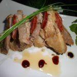 Costeletas de Porco com Laranja - Receitas e Menus © Tapas, Steak, Good Food, Beef, Brining Pork Chops, Pork Loin, Pork Recipes, Tasty Food Recipes, Cooking
