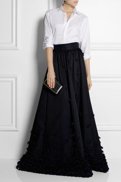 temperley-london-blue-ruffleappliqued-satin-maxi-skirt-product-5-16101573-289998912_large_flex.jpeg (400×600)