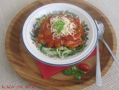 Koken en Kitch: Pasta van courgette met tomatensaus met verse groe...