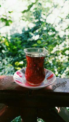 Kalbimin götürdüğü yere gideyim deyince, öyle çaydanlığın başına gidiyorum. Romantikliğe gerek yok! ve benim daha içmem gereken çok çay var😌😇  #cháy#cha#Theasinensis#tea#thé#té#teh#çay#arbata#teja#ja#thay#thee