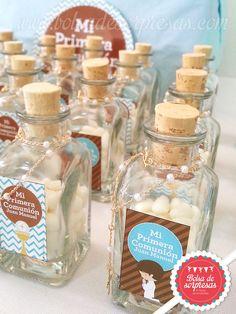 Recordatorios en botellitas marcadas con etiquetas adhesivas personalizadas