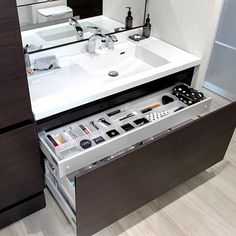 1LDKで、家族の、バス/トイレ/整理収納/ルミシス/リクシルの洗面台/LIXIL/LIXIL洗面台についてのインテリア実例。 「 ご訪問前に失礼しま...」 (2018-04-17 21:22:03に共有されました) Laundry Room Bathroom, Laundry Room Design, Washroom, Muji Style, Powder Room, Double Vanity, Sink, Interior, Home Decor