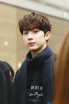 lai guanlin — his hair like this is definitely one of my favorites he looks so soft and cuddly and i want to protect with my whole life i love Rapper, Guan Lin, Lai Guanlin, First Love, My Love, Ji Sung, Cute Icons, Carpe Diem, Handsome Boys