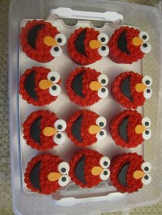 Elmo cupcakes! *gush* Daniel will love these for his 2nd Birthday <3