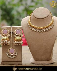 Some things are just timeless. like this traditional gold hasli set that can accentuate an ethnic look Indian Jewelry Earrings, Indian Jewelry Sets, Indian Wedding Jewelry, India Jewelry, Bridal Jewelry, Gold Jewelry, Dress Jewellery, Jewellery Rings, Punjabi Traditional Jewellery