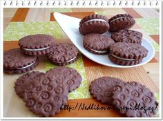 Domácí oreo sušenky Oreos, Christmas Cookies, Sweets, Cooking, Food, Backen, Sweet Pastries, Cuisine, Kitchen