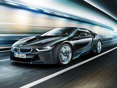 Elektrikli BMW'ler yollara çıkıyor BMW i serisi ürün gamında yer alan, tamamen elektrikle çalışan, dünyanın ilk premium otomobili BMW i3 ve lazer aydınlatma teknolojisi ile seri üretime başlanan ilk otomobil BMW i8'in Türkiye satışına başlandı.