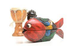 RESERVADO Caja de madera étnica en forma de pez pintado de